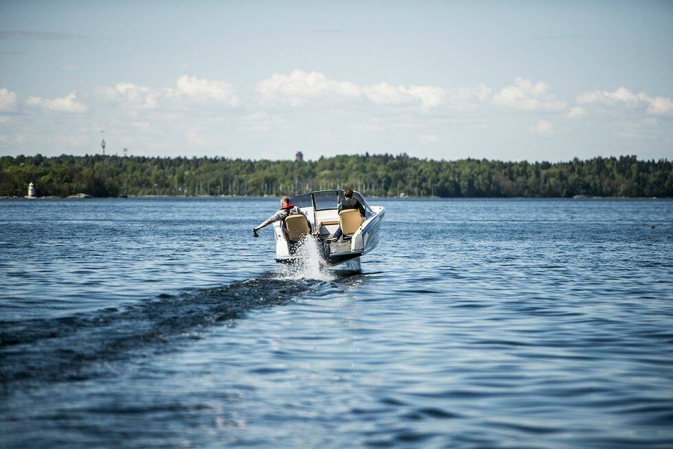 Reportage: Följ med på en åktur i elbåten Candela