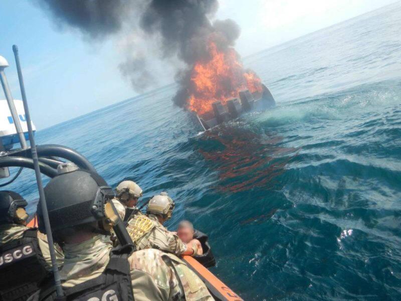 Satte eld på sin egen båt