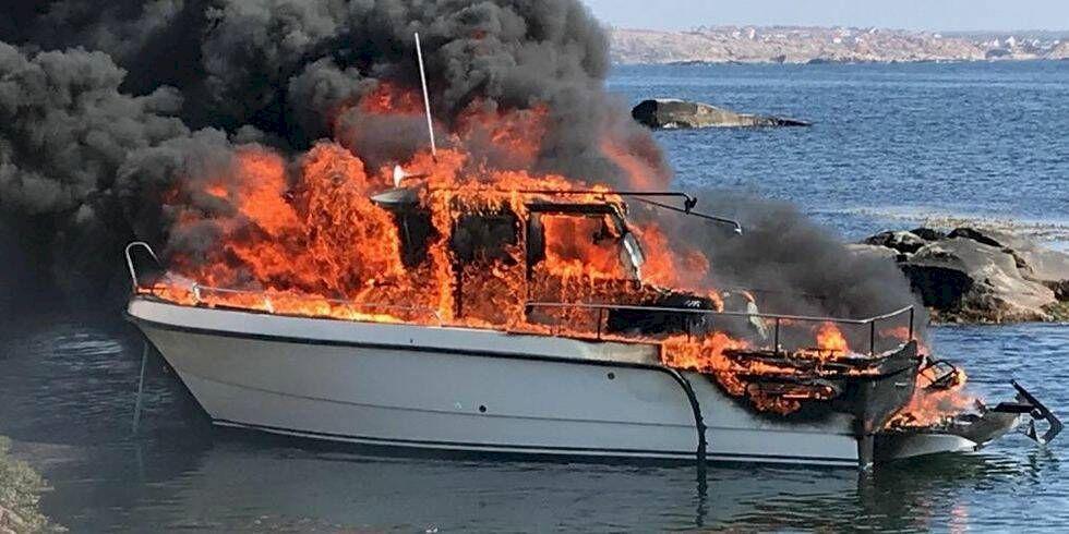 Båt brann upp utanför Smögen