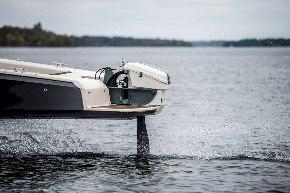 TV: Första testet av Candela – så är det att köra en svävande elbåt