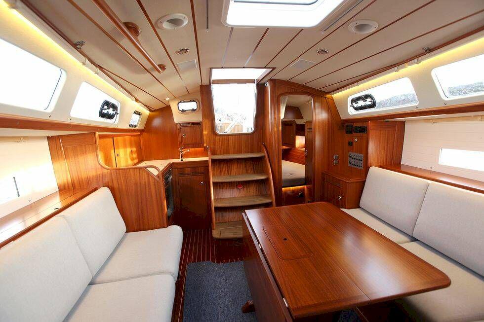 Test: Båtnytt seglar nya kaxiga Hallberg Rassy 340