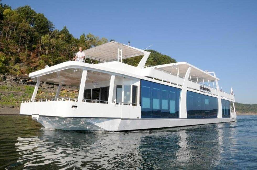 Letar du efter en ny husbåt?