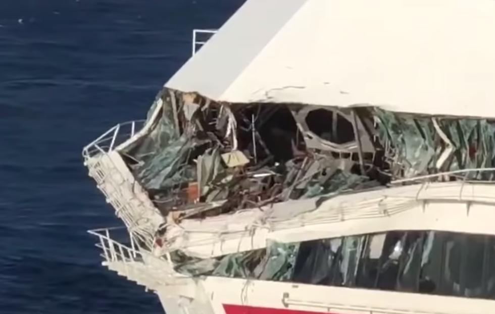 TV: Se när jätten skrapar sönder systerfartyget