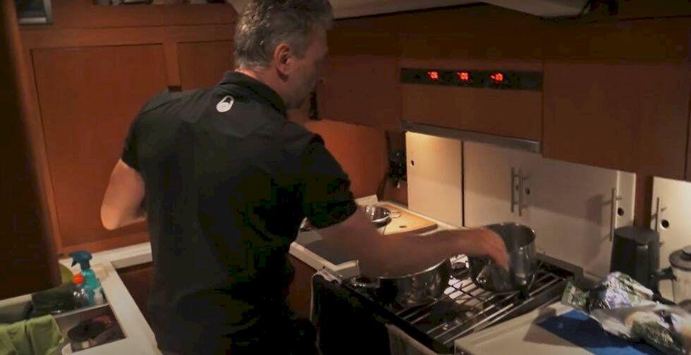 """Tareq Taylor ombord: """"Det är som att laga mat i lustiga huset"""""""