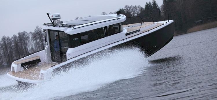 Nya XO 360: Se första bilderna på den färdiga båten