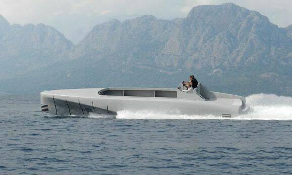 Bildspel: Läckra Mercedesbåten nära sjösättning