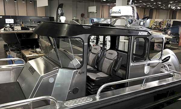 Här är båten med komfort som en bil