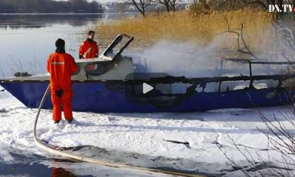 TV: Två skadade i allvarlig båtbrand i Solna