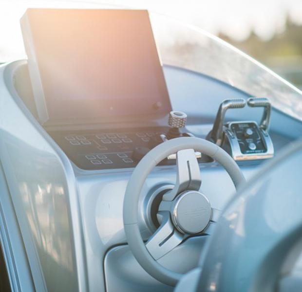 Äntligen sjösatt – här är futuristiska Mercedesbåten