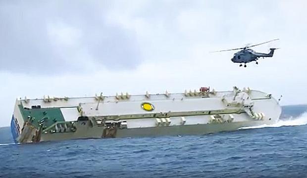 TV: Här kämpar de med den farliga fartygsbärgningen