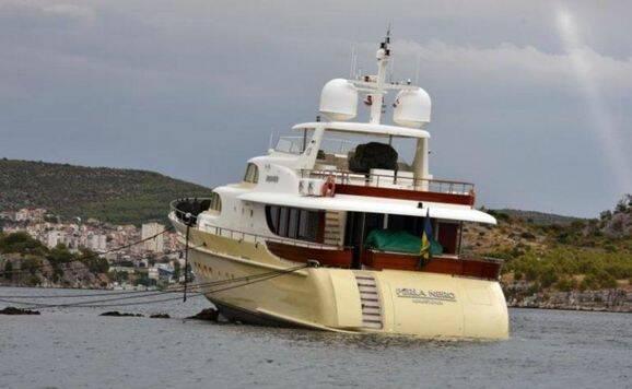 Bilder: Yacht värd 42 miljoner körd på grund