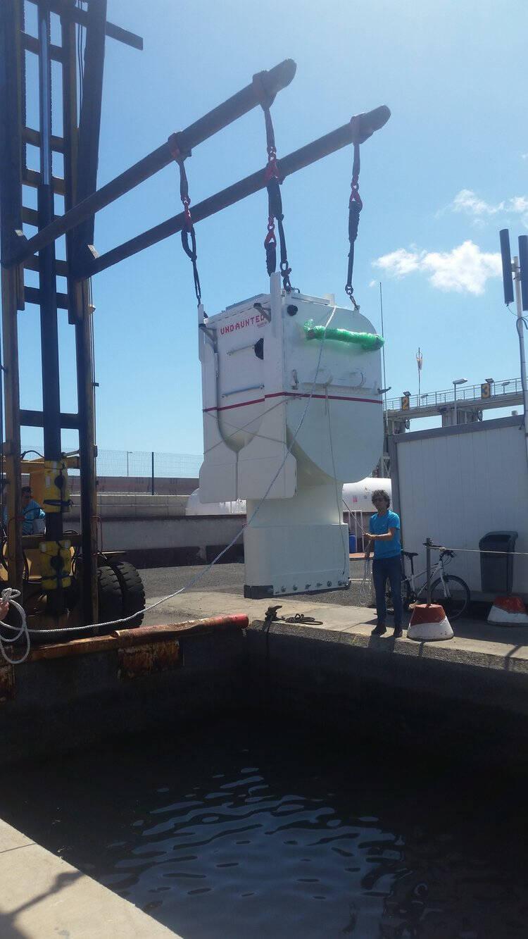 TV: Han ska segla över Atlanten – med 1 meter lång båt